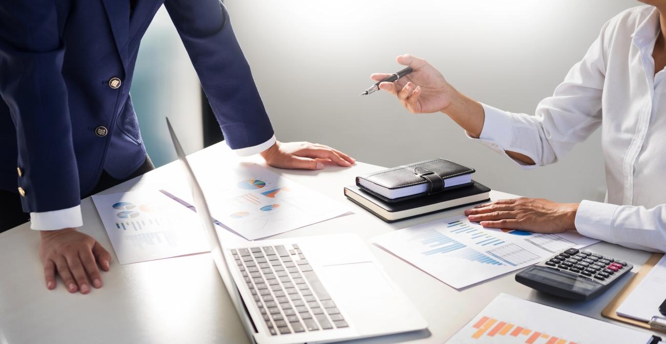 comptable qui analyse impôt